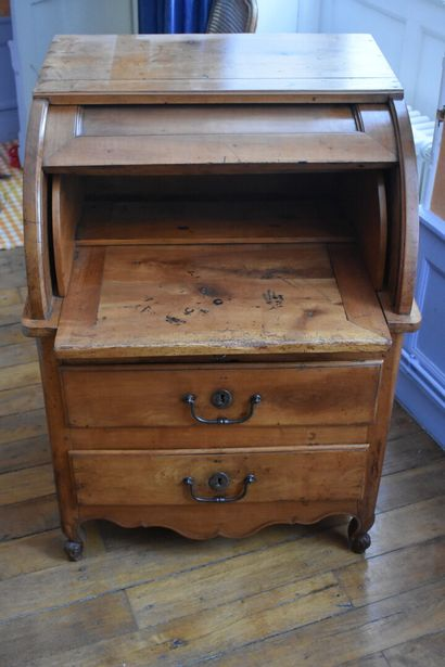 Petit bureau à cylindre en bois fruitier,...