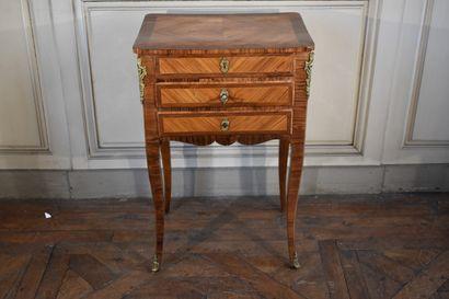 Petite table de milieu en placage de bois...