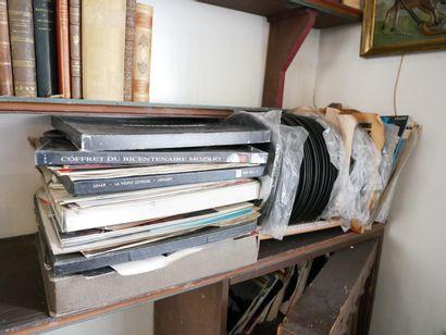 3ème étage  Lot de disques, vinyles et petits...