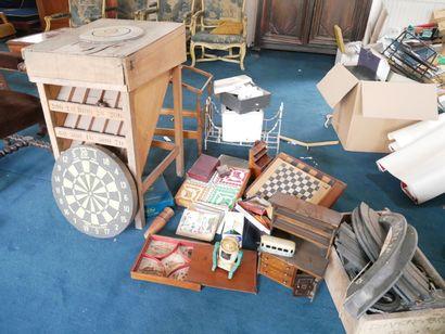 3ème étage  Lot de jeux et mobilier de poupée...