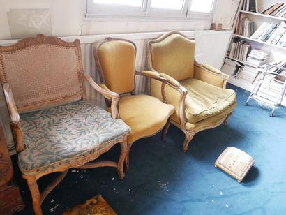 3ème étage  Lot de sièges comprenant:  Une...