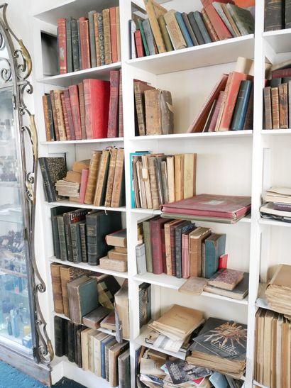 3ème étage  Lot de livres reliés principalement...