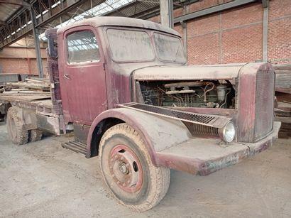 Camion plateau Mercedes, modèle L 4500S,...