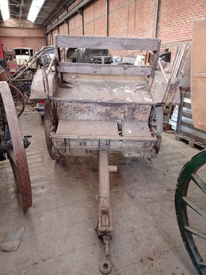 Avant-train pour le Munitionswagen if 14. (dans l'état)  320 x 178 cm  Ø roues 109...