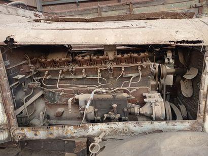 Camion Mercedes, type LG 3000, 6 x 4, moteur 6 cylindres diesel de 95 chevaux. Cabine...
