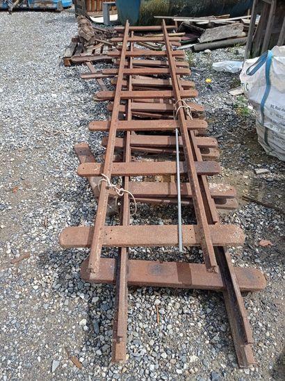 Lot de rails à voies étroites, en fer.  110...