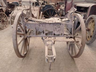 Avant-train hippomobile. (dans l'état, à restaurer)  169 x 195 x 180 cm  D. roues...