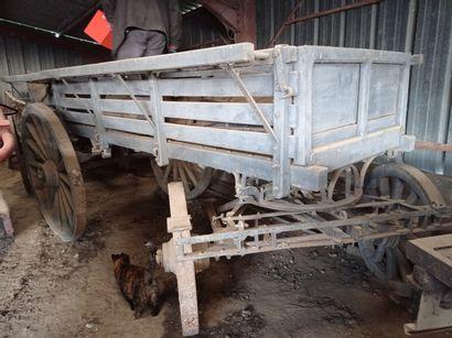 Chariot hippomobile à quatre roues, en bois...