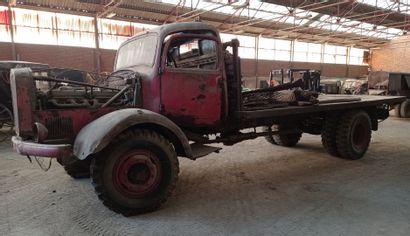 Camion plateau Mercedes, modèle L 4500 A,...
