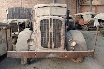 Camion benne Henschel, 4 x 2, moteur 6 cylindres...