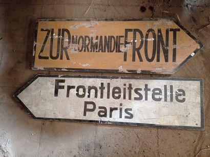 Deux pancartes. (reproductions)