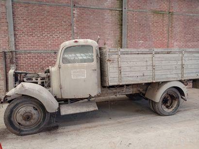 Camion plateau Mercedes Benz, type LGF 3000,...