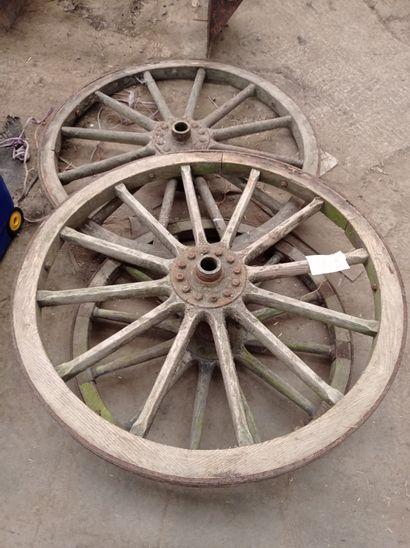 Lot de 3 roues de chariot hippomobile