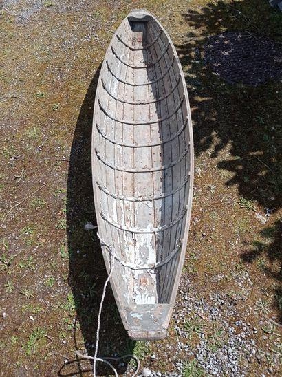 Traîneau, en bois avec restant de peinture...