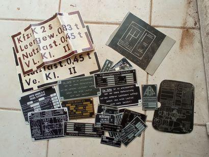Lot de reproductions de plaques d'identification...