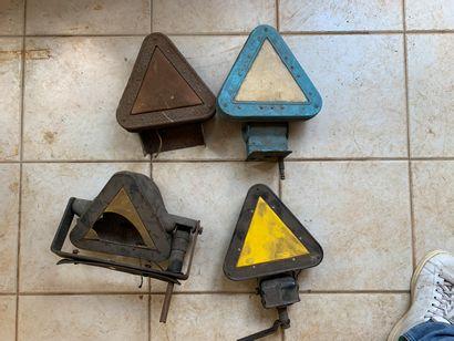 Lot de 4 triangles de signalisation de c...