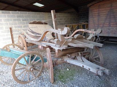 Chariot hippomobile, avec soufflet de forge,...