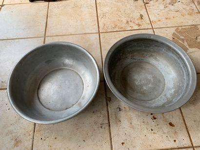 Lot de deux bassines, en aluminium.