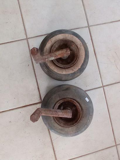 Paire de roues de conteneur, avec axes.
