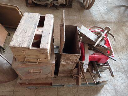Lot de quatre boîtes à outils de véhicules...