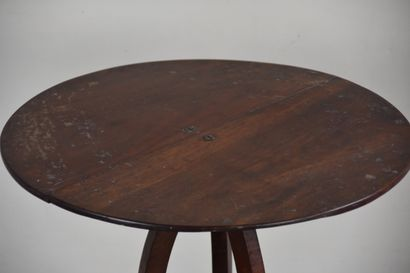 Mahogany pedestal table 19th century  Standing on three double-curved legs joined...