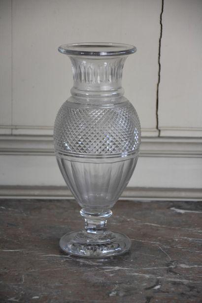 Important vase en cristal de Baccarat  H....
