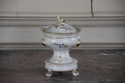 Confiturier en porcelaine de Paris fin XIXe...