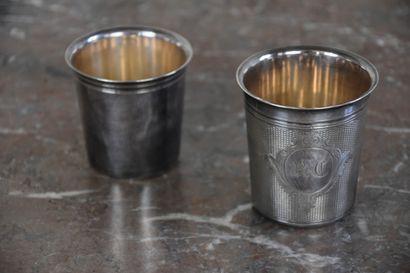 Deux timbales en métal argenté, l'une par...