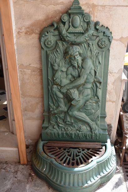 Importante fontaine en fonte, XXe siècle...