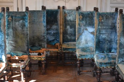 Imposante et rare suite de huit chaises à...