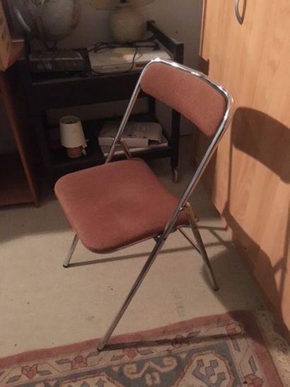 Quatre chaises pliantes  Sur désignation