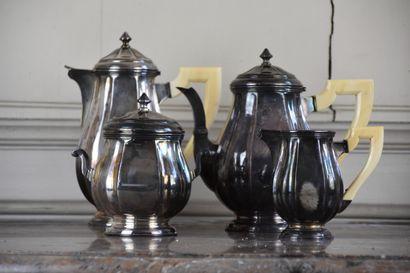 Service à thé et à café comprenant une verseuse, une théière et un crémier, manches...
