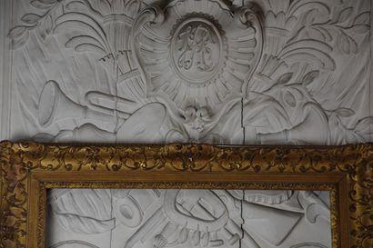 Cadre en bois et stuc doré de style Régence  H. 101 L. 85 cm  H. 82 L. 66 cm