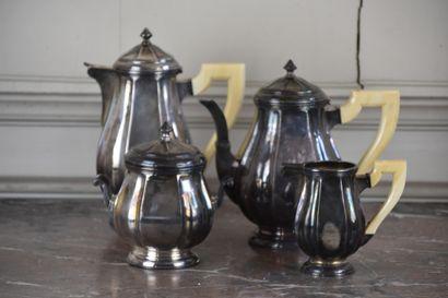 Service à thé et à café comprenant une verseuse,...