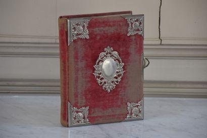 Album photographique contenant une boite...
