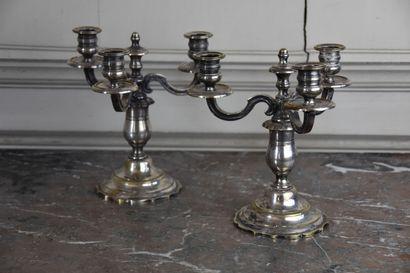 Paire de flambeaux en en métal argenté, XIXe...