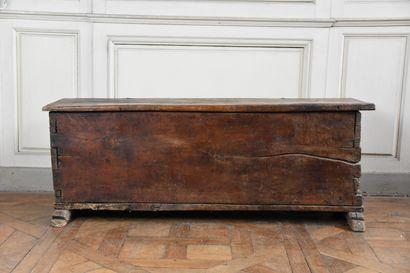 Coffre en chêne, XVIe siècle  Ouvrant à un abattant  H. 47 L. 129 P. 42 cm