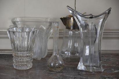 Lot comprenant un vase en cristal de Saint...