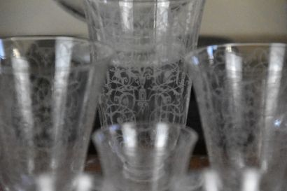Partie de service en cristal de Baccarat  Modèle Michelangelo  Comprenant deux carafes...