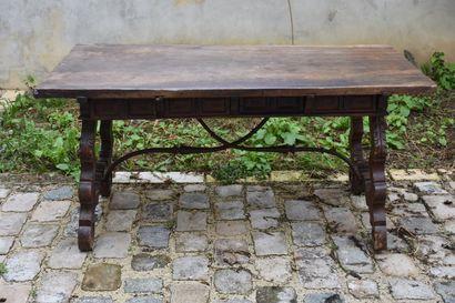 Bureau en bois naturel mouluré et sculpté,...