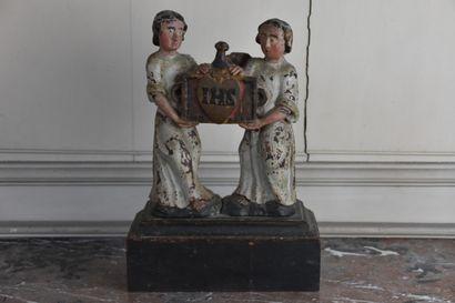 Reliquaire en bois sculpté et laqué polychrome, XVIIe siècle  A décor de deux anges...