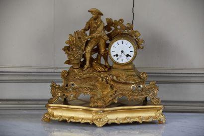 Horloge en bronze ciselé et doré vers 1850,...