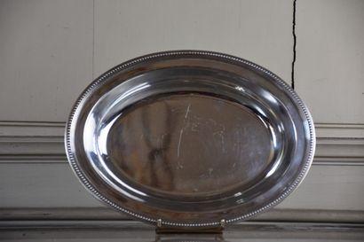 Plat en métal argenté par Christofle  A décor...