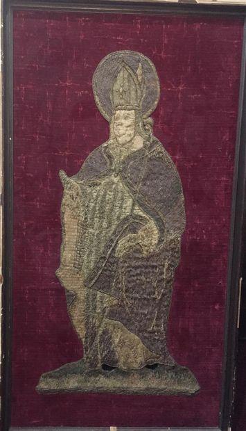 Panneau brodé, XVII e siècle  Saint évêque...