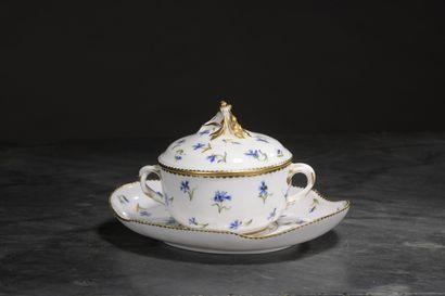 SEVRES, XVIIIe siècle, 1789  écuelle ronde...
