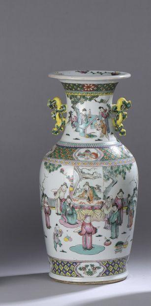 CHINE - XIXe siècle  : VASE BALUSTRE en porcelaine