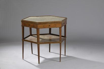 TABLE HEXAGONALE en bois naturel, XIXe siècle