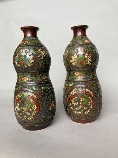 CHINE - XXe siècle : Paire de vases