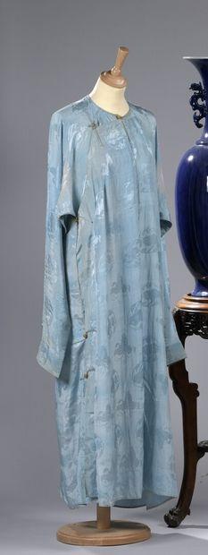 CHINE, XIXe siècle : SOUS-ROBE en soie bleu