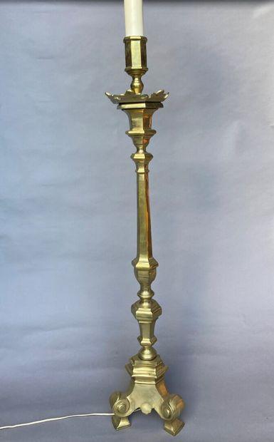GRAND LAMPADAIRE en métal doré